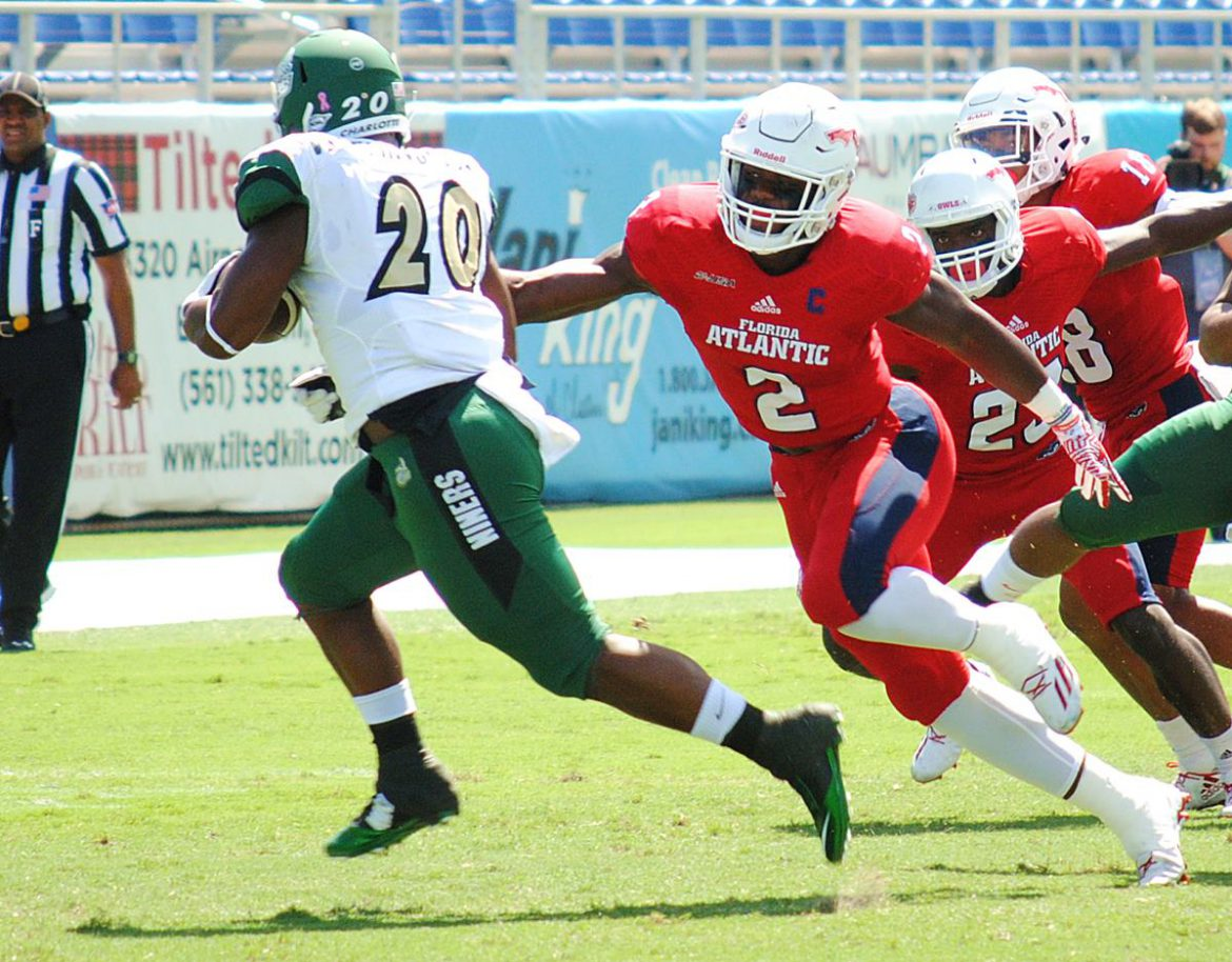Photo Gallery:<br> Charlotte 28, FAU 23 <div class='secondary-title'><span style='color:#818181;font-size:14px;'>Massive photo gallery from FAU's fifth consecutive loss, including shots that indicate replay officials wrongly disallowed what would have been a game-winning touchdown for the Owls.</div>