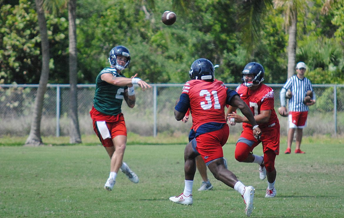 Choosing Sides <div class='secondary-title'><span style='color:#818181;font-size:14px;'>De'Andre Johnson will pilot the first team offense against the first team defense in Saturday's FAU spring game.</div>