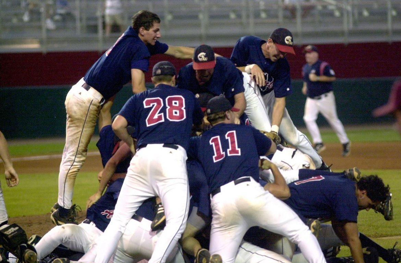 fau baseball celebrate
