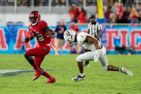 Four Down Territory: <br>FAU 37, FIU 7 <div class='secondary-title'><span style='color:#818181;font-size:14px;'>Malcolm Davidson shines, FAU's OL builds on the previous week's success and Chris Robison played too much - it's all part of our Four Down Territory Shula Bowl analysis.</div>