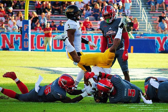 FOUR DOWN TERRITORY:<br> FAU 34, Southern Miss 17 <div class='secondary-title'><span style='color:#818181;font-size:14px;'>Keke Leroy gets a game ball, Chris Robison struggles and two in-demand coaches will faceoff in the Conference USA championship game.</div>